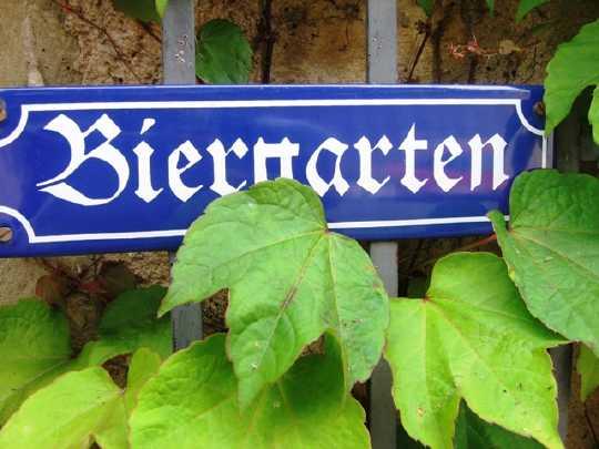 """""""Tue Gutes, rede darüber""""? Im Biergarten zum Beispiel (Foto: Jan Thomas Otte/ Fotolia.com)"""
