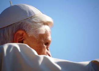 Papst Benedikt XVI. bei einer Audienz auf dem Petersplatz im Vatikan (Foto: Jan Thomas Otte)