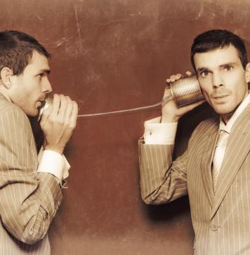Gespräche auf Augenhöhe - wer spricht, wer hört zu? (Foto: Ryan Jorgensen - Jorgo/ Shutterstock)