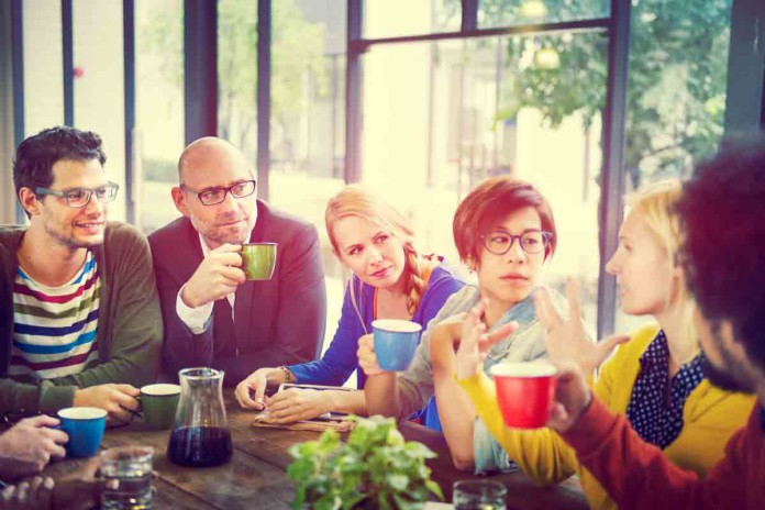 Gemeinsam Kaffee trinken, ja. Und kochen? (Foto: Rawpixel.com/ Shutterstock)