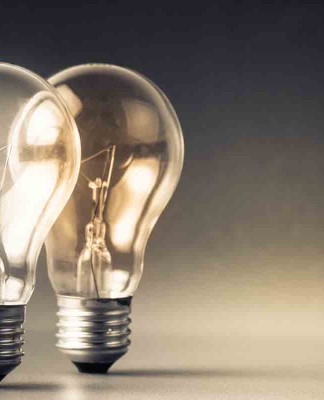 Ich und die anderen. Geht da ein Licht auf? (Foto: patpitchaya/ Shutterstock)