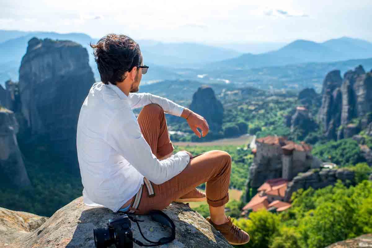 Blick zu den Meteore-Klöstern in Griechenland. Bock auf Kloster? Why not! Wir reisen überhaupt gerne und viel... (Foto: RossHelen/ Shutterstock)
