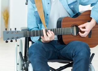 Ob Strassenmusik oder Kirchenkonzerte, Gig um Gig zum ersten Plattenvertrag... (Foto: Phovoir/ Shutterstock)