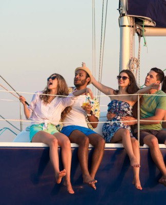 Auszeit, Abenteuer - auf dem Segelboot und anderswo auf der Welt (Foto: DenisFilm/ Shutterstock)