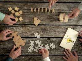 Puzzlen oder Domino-Effekt? Verhandlungsstrategien gibt es viele, aber nicht alle führen auch zum Ziel... (Foto: Gajus/ Shutterstock)