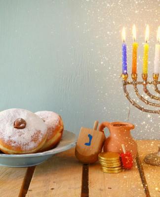 """Juden feiern gerne - unter anderem Gottesdienste wie hier beim Neujahrsfest """"Rosh Haschana""""... (Foto: tomertu/ Shutterstock)"""