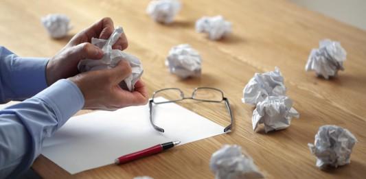 Antrag abgelehnt? Die Suche nach einer BU-Versicherung kann ganz schön umständlich sein... (Foto: Brian A Jackson/ Shutterstock)