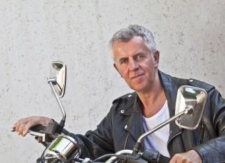 Ob eine Harley oder etwas anderes im Spiegel. Es gibt Werte, weil wir sie als Wert erachten... (Foto: arfabita/ Shutterstock)