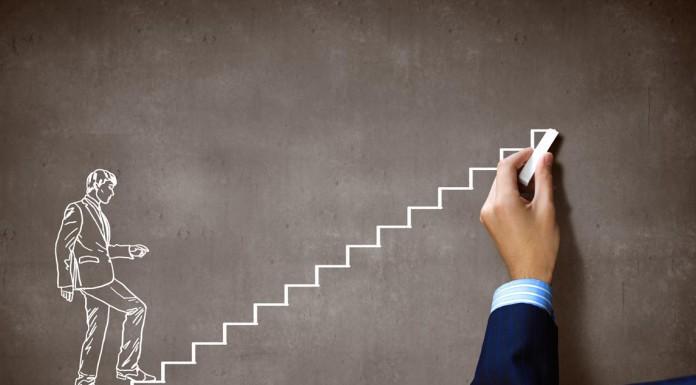 Karriere machen - auf der Tafel geht's steiler bergauf als manchmal in der Realität... (Foto: ESB Professional/ Shutterstock)