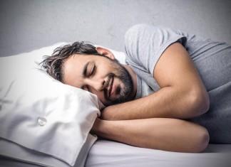 Schlafen in den eigenen vier Winden, wer will das nicht? Couch Surfing wird immer beliebter (Foto: Olly/ Shutterstock)