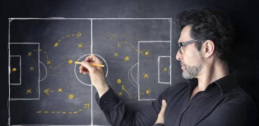 Strategie, ein Thema auf dem Platz wie im Büro... (Foto: Ollyy/ Shutterstock)