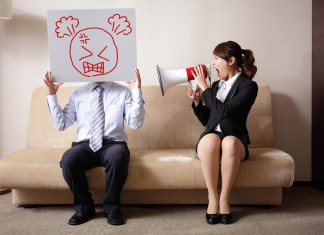 """""""Du kannst mich mal..."""" - wir brauchen Leute, die weiter sehen statt nur zu motzen... (Foto: aslysun/ Shutterstock)"""