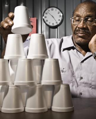 Mehr als Pappbecher zählen, das Berufsbild des Buchhalters ist ein anderes... (Foto: Blend Images/ Shutterstock)