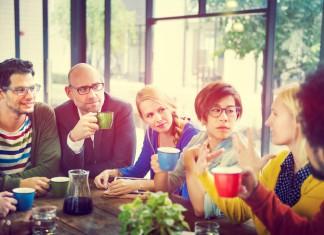 Grünfutter in der Mensa, sozial-ökologischer Tee im Büro, ein Beispiel für mehr Nachhaltigkeit... (Foto: Rawpixel.com/ Shutterstock)