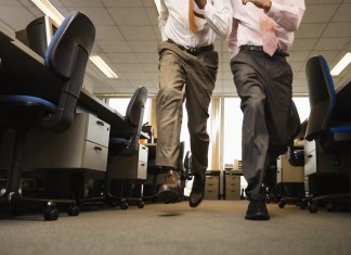 Run durchs Büro, Workaholics im Dauerstress (Foto: Volt Collection/ Shutterstock)