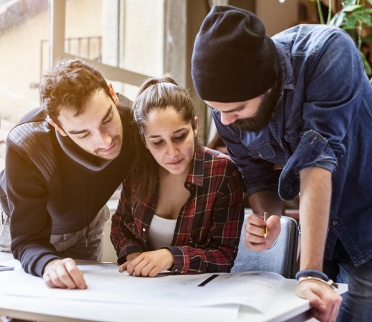 Gemeinsam macht das Lernen mehr Spaß, online ist das auch möglich - nur anders... (Foto: loreanto/ Shutterstock)