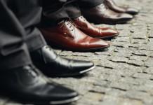 Klassiker beim Vorstellungsgespräch - Warten der Reihe nach (Foto: Ivan Galashchuk/ Shutterstock)