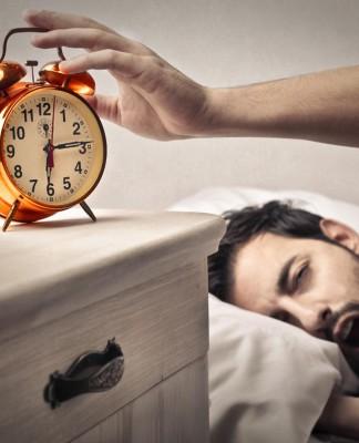 """Wozu das frühe Aufstehen? Um """"Karriere zu machen"""", braucht es mehr als monetäre oder machtpolitische Gründe... (Foto: Ollyy/ Shutterstock)"""