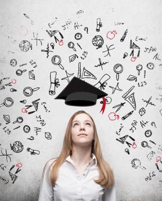 Schon einen Abschluss in der Tasche? Weiter geht's... (Foto: ImageFlow/ Shutterstock)