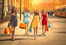 Shoppen der richtigen Klamotten, denn: Kleider machen Leute. Gewusst wie! (Foto: Ollyy/ Shutterstock)