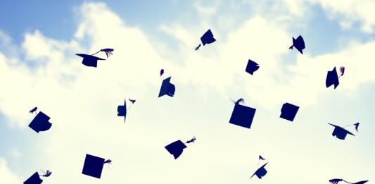 Hoch' auf uns, die Abschlussfeier - bis dahin heißt es aber: Pauken... (Foto: Rawpixel.com/ Shutterstock)
