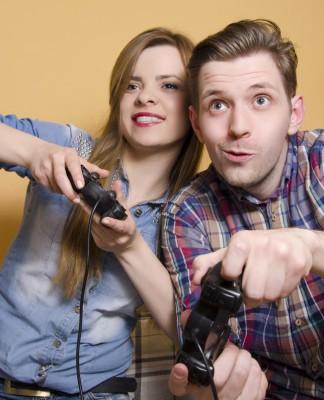 Zocken - zuhause oder im Casino, der Spieltrieb liegt uns - aber auch die Bereitschaft, unkalkulierbare Risiken einzugehen? (Foto: Phoenixns/ Shutterstock)