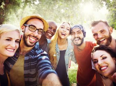 Selfie! Mit Freunden, die Freunde bleiben... (Foto: Rawpixel.com/ Shutterstock)