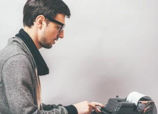 Fleißig am Bewerbung tippen? Es hat sich mehr geändert als nur die Schreibmaschine... (Foto: file404/ Shutterstock)