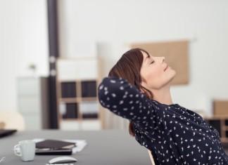 Müde vom ständigen Auf-den-Bildschirm-Starren, der Mailflut? Ab und zu mal abschalten hilft... (Foto: stockfour/ Shutterstock)