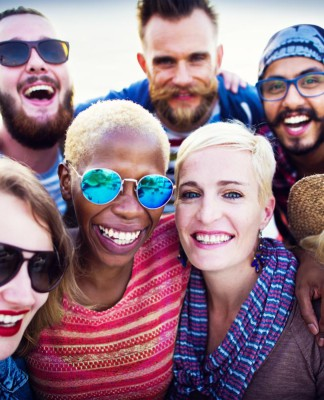 Freunde fürs Leben, wer will das nicht! Erst Recht in Zeiten der Digitalisierung, die nachts nicht wärmt... (Foto: Rawpixel.com/ Shutterstock)