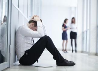 Und... draußen. Arbeitslosigkeit lässt Menschen verzweifeln (Foto: YanLev/ Shutterstock)