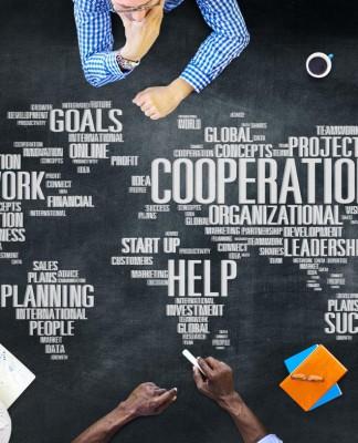 Rechts, links, geradeaus? Die Welt ist bunt/er und verlangt kluge Entscheidungen... (Foto: Rawpixel.com/ Shutterstock)