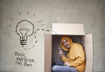 Think outside the box! Weiterbildung hilft dabei (Foto: Ollyy/ Shutterstock)