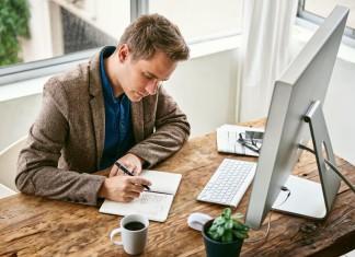 E-Mails und nochmals E-Mails - ab und zu auch mal telefonieren, hilft! (Foto: marvent/ Shutterstock)