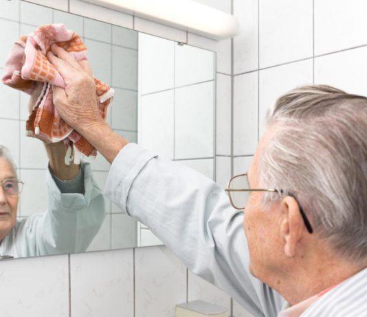 Alt, aber niemals zu alt zum Arbeiten. Das ist Einstellungssache - und manchmal brauchen wir selbst Hilfe... (Foto: Michael Schütze/ Fotolia.com)