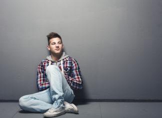 Was nach dem Studienabbruch tun? Zum Beispiel Hörakustiker werden (Foto: Amir Kaljikovic/ Fotolia.com)
