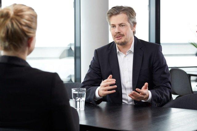 """Jens Bergerhoff im Gespräch mit """"Karriere-Einsichten"""" (Foto: Vodafone/ NN)"""