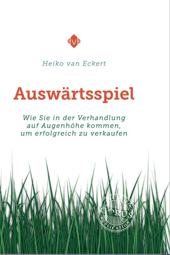 """Mehr darüber erfahren, wie ihr erfolgreich verhandeln könnt: Heiko van Eckerts Buch """"Auswärtsspiel: Wie Sie in der Verhandlung auf Augenhöhe kommen, um erfolgreich zu verkaufen"""" ist als Taschenbuch, Hörbuch und als E-Book erhältlich.. Buch kaufen..."""