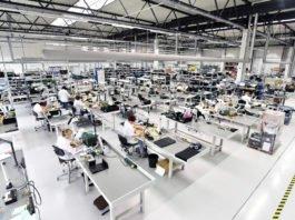 Economy of Scale, aber auch... of Quality? Intelligente Maschinen werden künftig noch mehr menschliche Arbeit abnehmen (Foto: industryviews/ Shutterstock)
