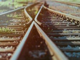 Da oder da lang? Entscheiden müssen wir Post-Corona nicht nur +ber die Wahl unserer Verkehrsmittel... (Foto: KaliAntye/ Shutterstock)