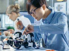 Produkte und Prozesse ändern sich stetig weiter. Und wir (eigentlich) mit ihnen... (Foto: Gorodenkoff/ Shutterstock.com)