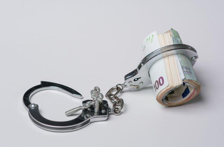 Abfindung zur Aufhebung vom Arbeitsvertrag angeboten? Obacht! Die Freude könnte verfrüht sein... (Foto: Bogdan Vija/ Shutterstock)