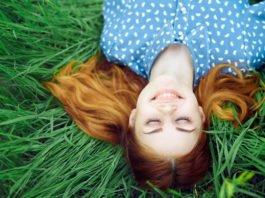 Ob gepunktet, gestreift oder unifarben. Kleider machen Leute... (Foto: ShotPrime Studio/ Shutterstock)