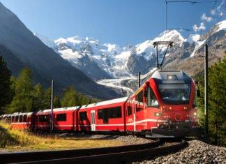 Weg nach St. Moritz, die Rhätische Bahn (Foto: sculpies/ Shutterstock)