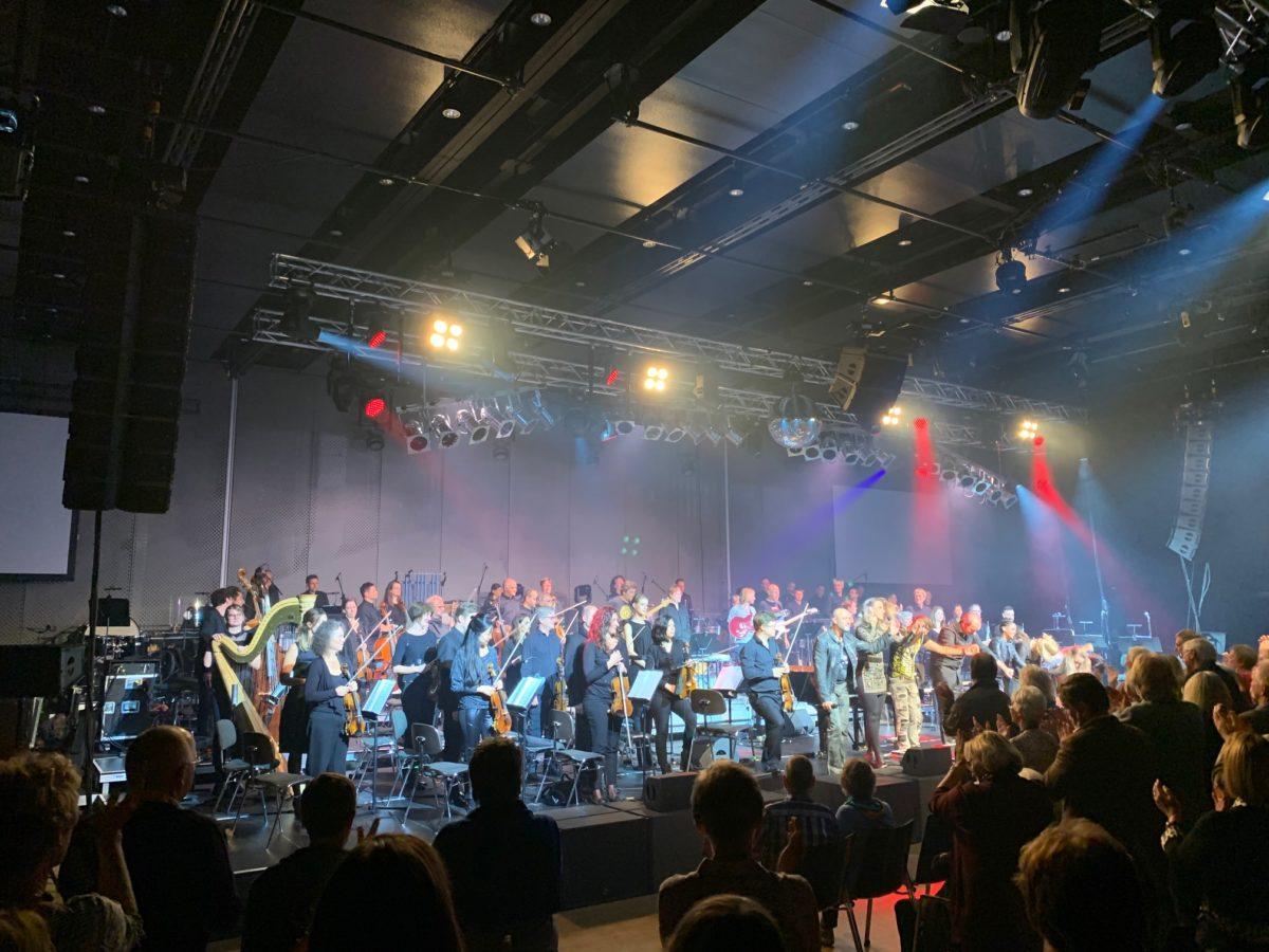 Standing Ovations für QUEEN-Interpreten im Bodenseeforum, Südwestphilharmonie (Foto: Jan Thomas Otte)
