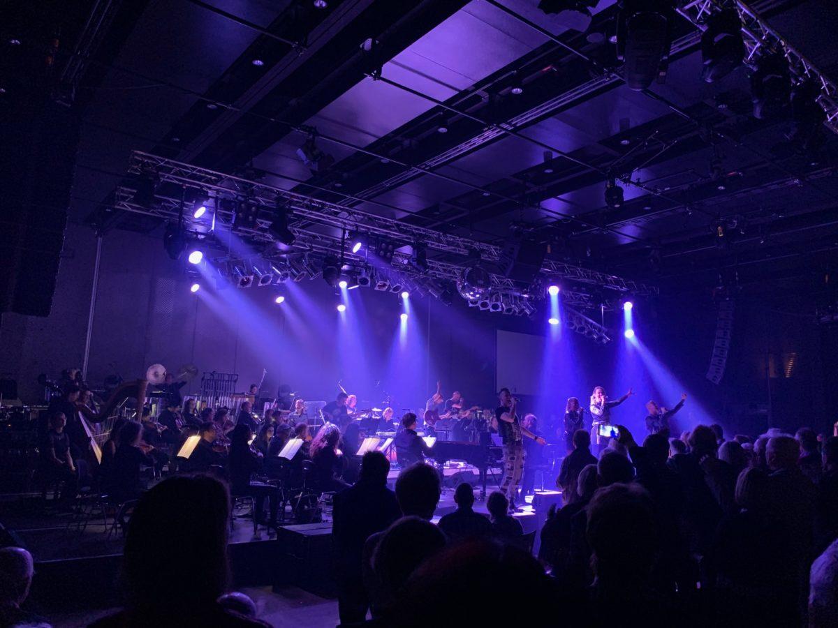 Band und Orchester spielen zusammen (Foto: Jan Thomas Otte)