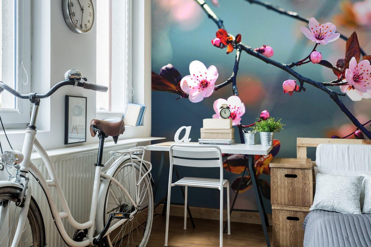 Home-Office mit Kirschblütenzweig (Foto: myredro.de)